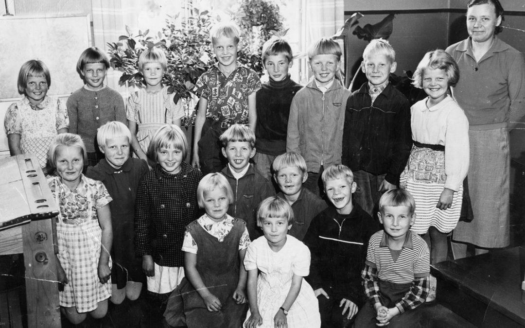 Pihkasalmen kansakoulun luokkakuva 1960 – 1961