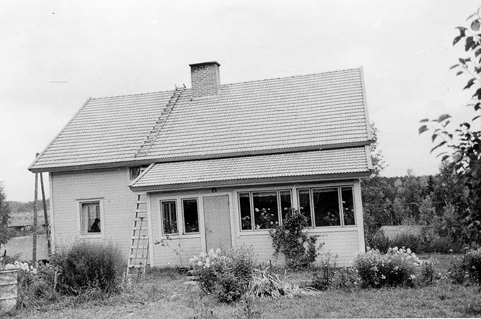 Rokkila, Pekka. Kylänmaa