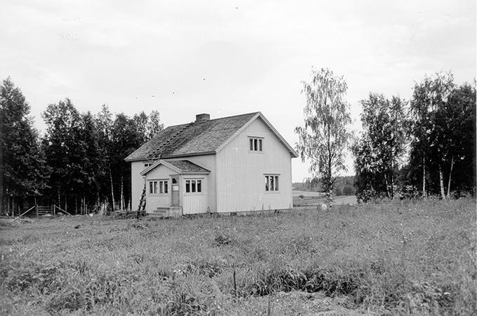 Saari, Erkki. Mäkipelto