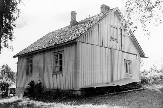 Suomensyrjä, Erkki. Mäki-Piiskula
