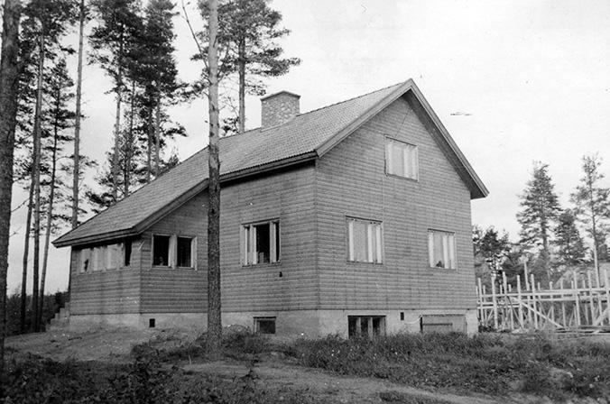 Mäki-Rekola, Esko. Mäki-Rekola Etola.