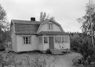 Sippo, Eero. Huvila Valkijärven rannalla. Huljala.