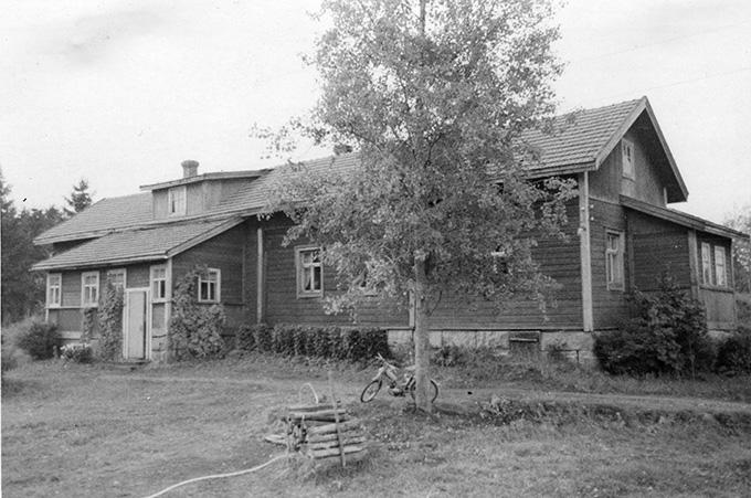 Mäki-Penttilä, Arvo. Mäki-Penttilä Hyväneula.