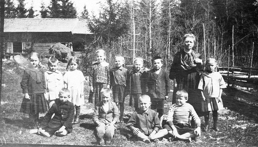 Huhdin koulun oppilaat 20-luvun alussa