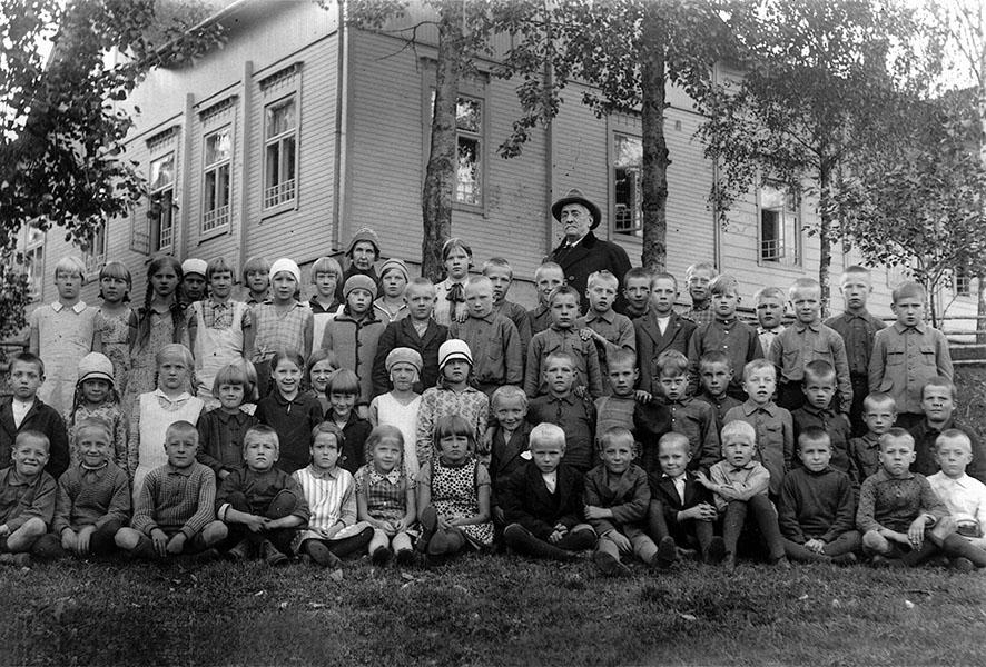 Kirkonkylän kansakoulu 20-luvun lopulla