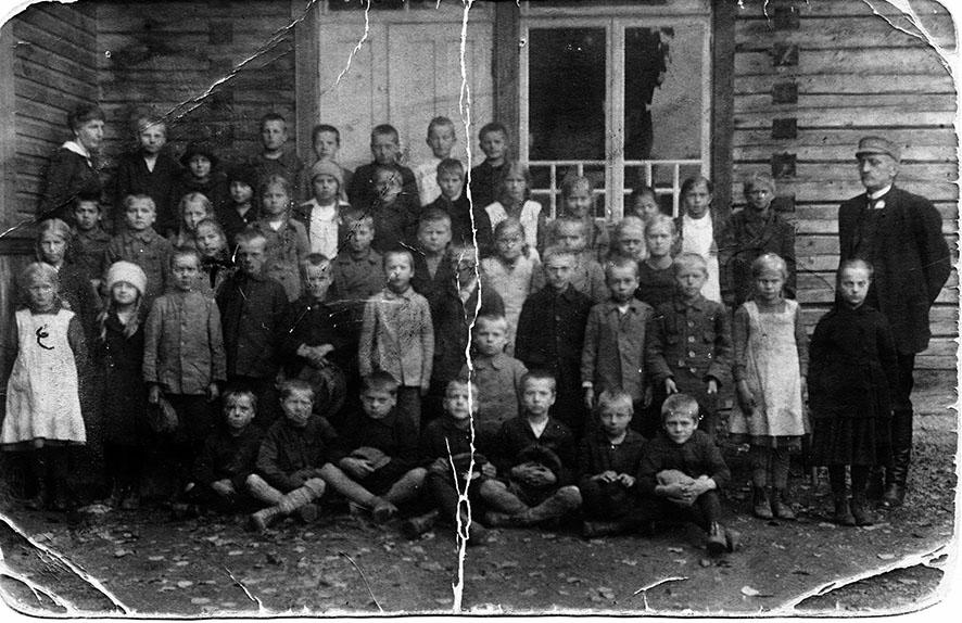Kirkonkylän koululaiset 1920-luvun alussa