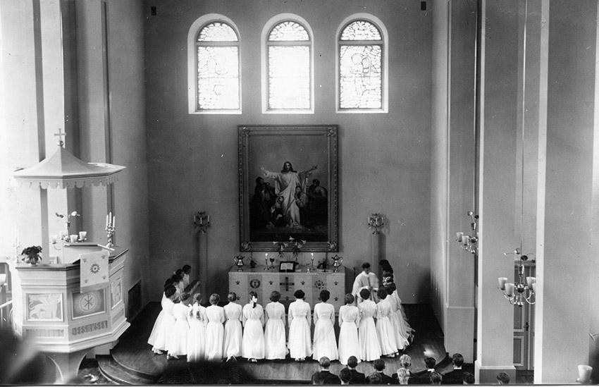 Kosken rippikoululaiset ehtoollisella 1953