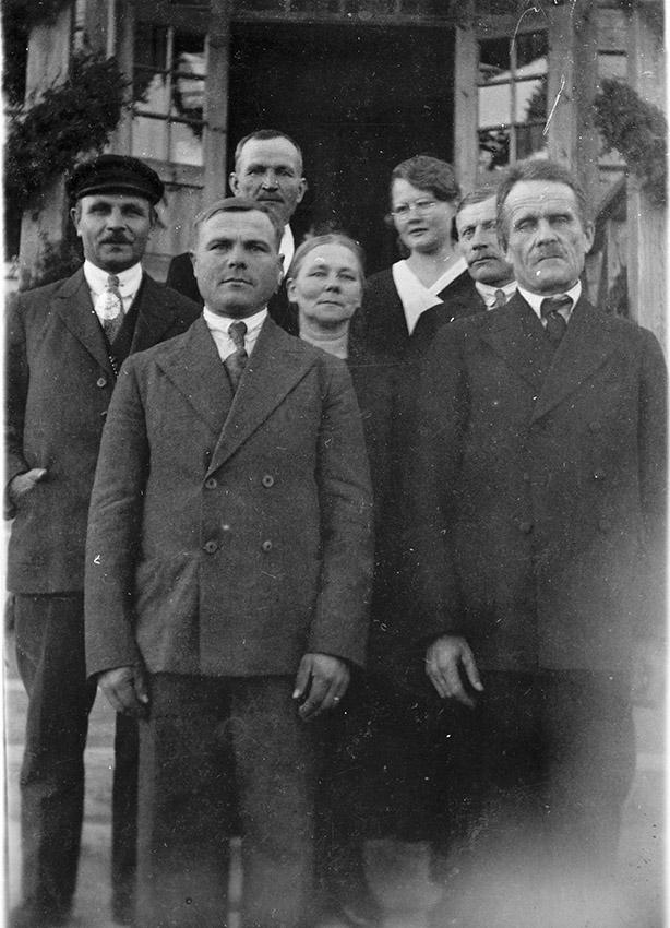 Palomaan koulun johtokuntaa vihkiäisjuhlassa 1930