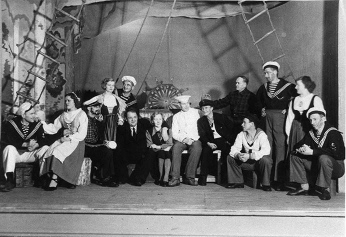 Nuorisoseuran näytelmä Laivan kannella