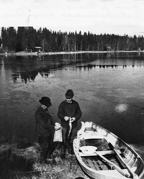 Anssi ja Paavo Dahlström kalasaaliinensa