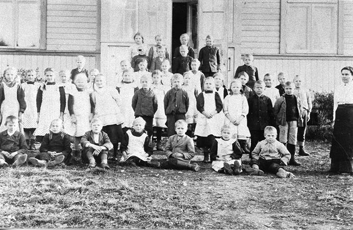 Etolan koulun oppilaita