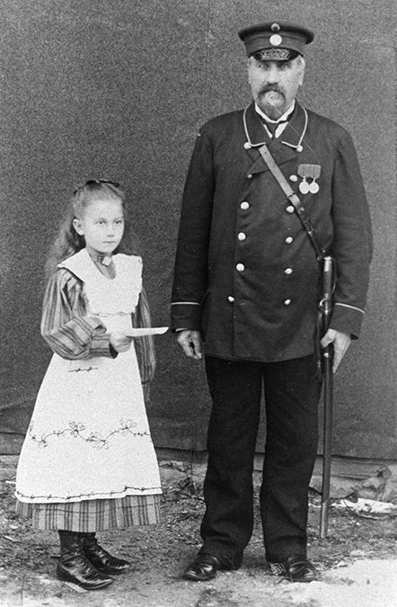 Kustaa Adolf Dahlström ja tyttärensä Anna