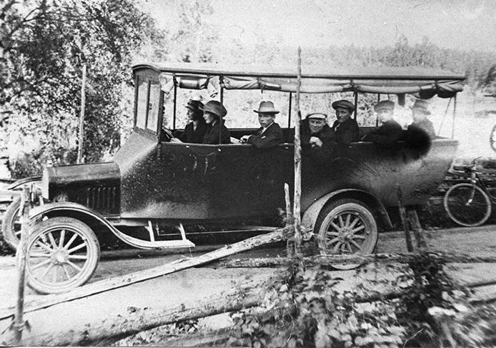 Linja-auto vuodelta 1922