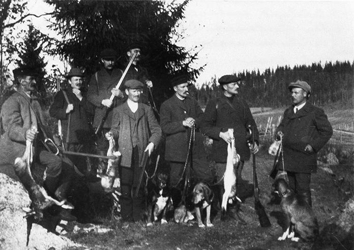 Metsästäjät saaliineen 1913