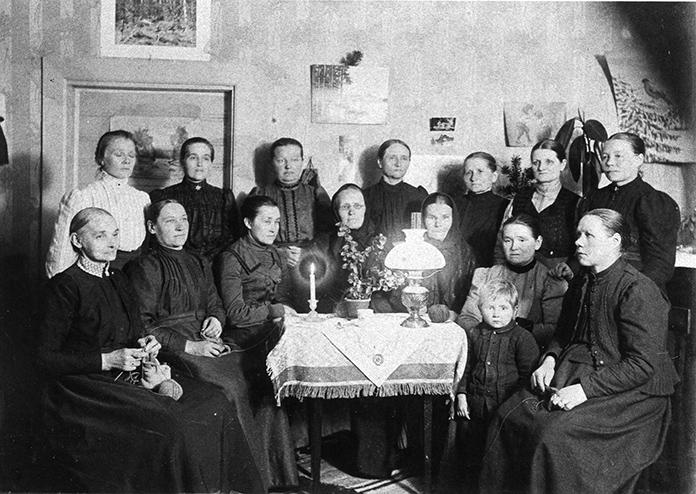 Lähetysompeluseura vuodelta 1910