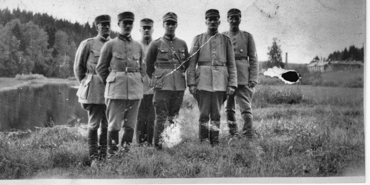 Suojeluskunnan päällystöä 1920-luvun alussa Koskella Hl