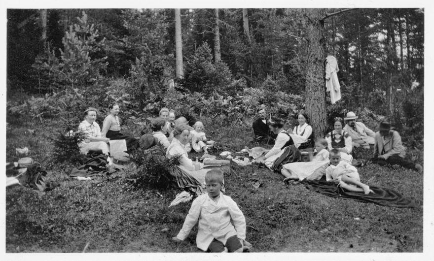 Kesäretkellä Koskella Hl 1914