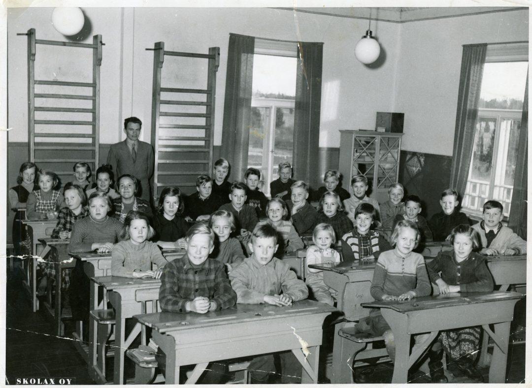 Kirkonkylän koulun koulukuva