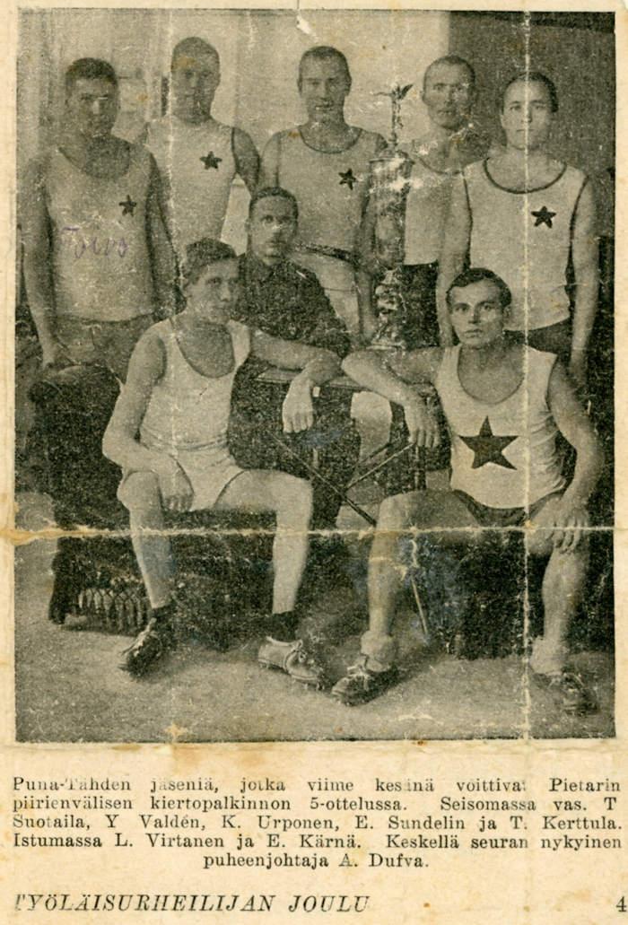 Ryhmäkuva Työläisurheilijan joulu -lehdessä