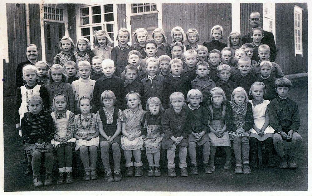 Hyväneulan koulun oppilaat ja opettajat 1946-1947