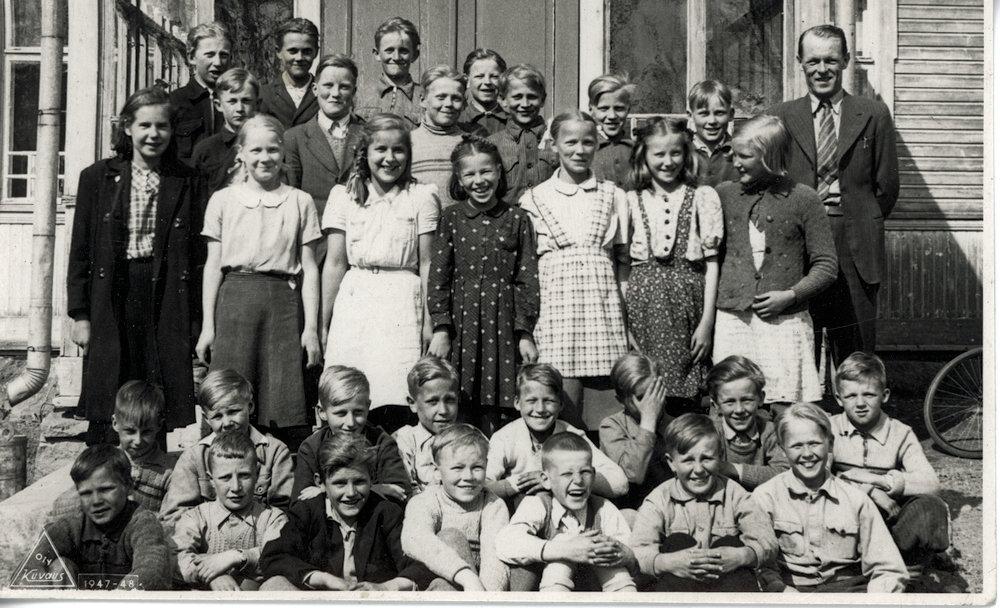 Kirkonkylän koulun oppilaita ja opettajia 1948