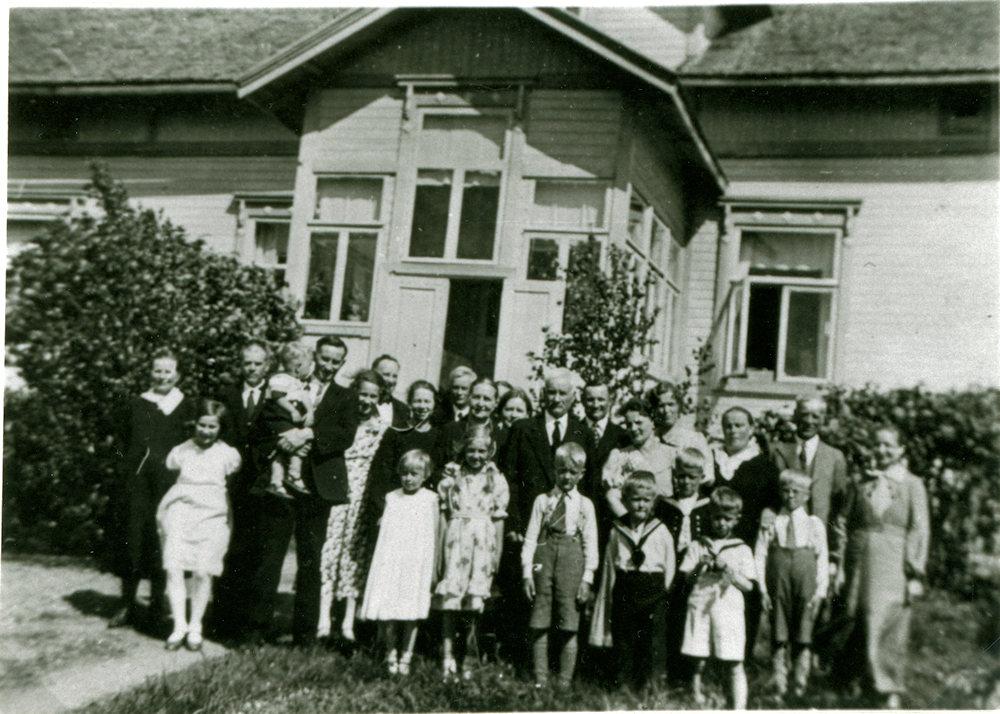 Sukua koolla Putulan Tuloiselassa, hopeahäät v. 1936