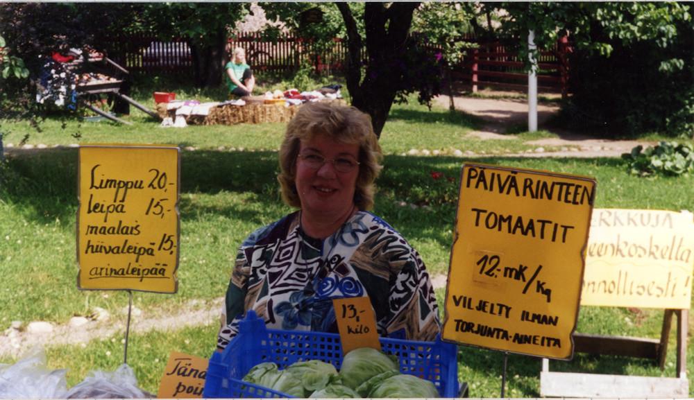 Marolan kotieläinpihassa myynnissä Hämeenkoskelaisia tuotteita
