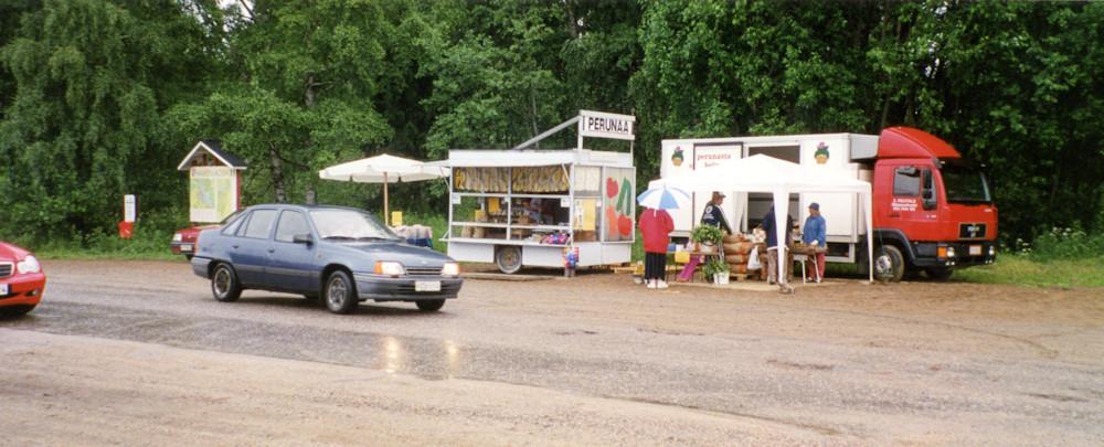 Juhannusaaton aamu Koskikartanolla v. 2004