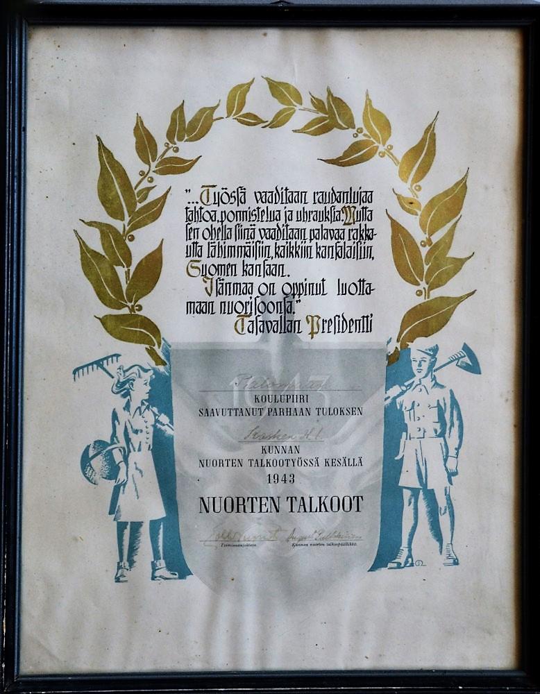 Palomaan koulupiirin palkinto nuorten talkootyössä 1943