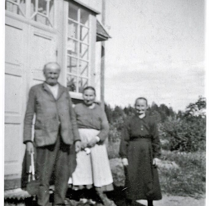 Kustaa ja Olga Tulonen sekä Edla Syvälahti
