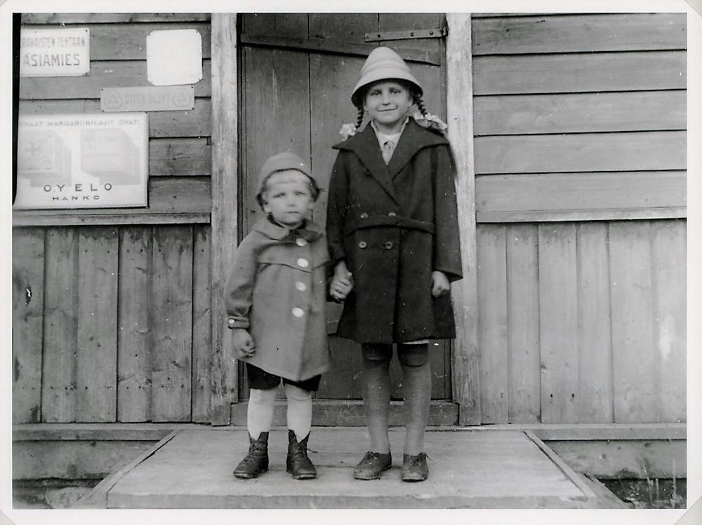 Sulosaaren kaupan rapulla Leo (s.1926) ja Liisa (s.1920) Tulonen