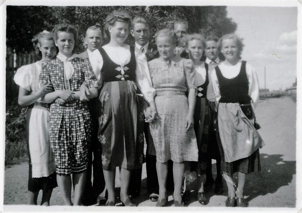 Nuorisoa, Putula, 1940-luvun alku