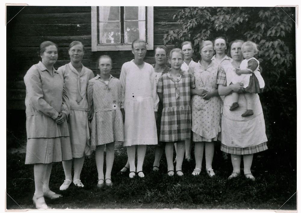 Kylän naisia, Hyrkkälä