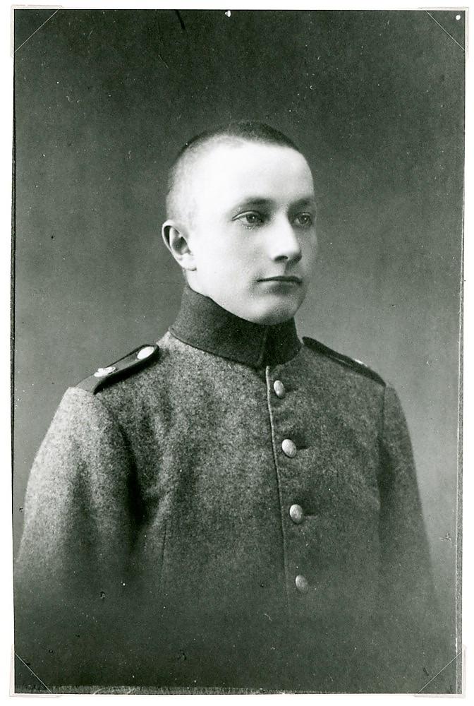 Eino Tuloisela s. 1904, sotilaskuva, Putula