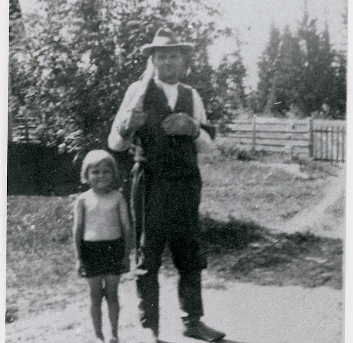 Mäenpään isäntä Kalle Mäenpää ja tytär Helena