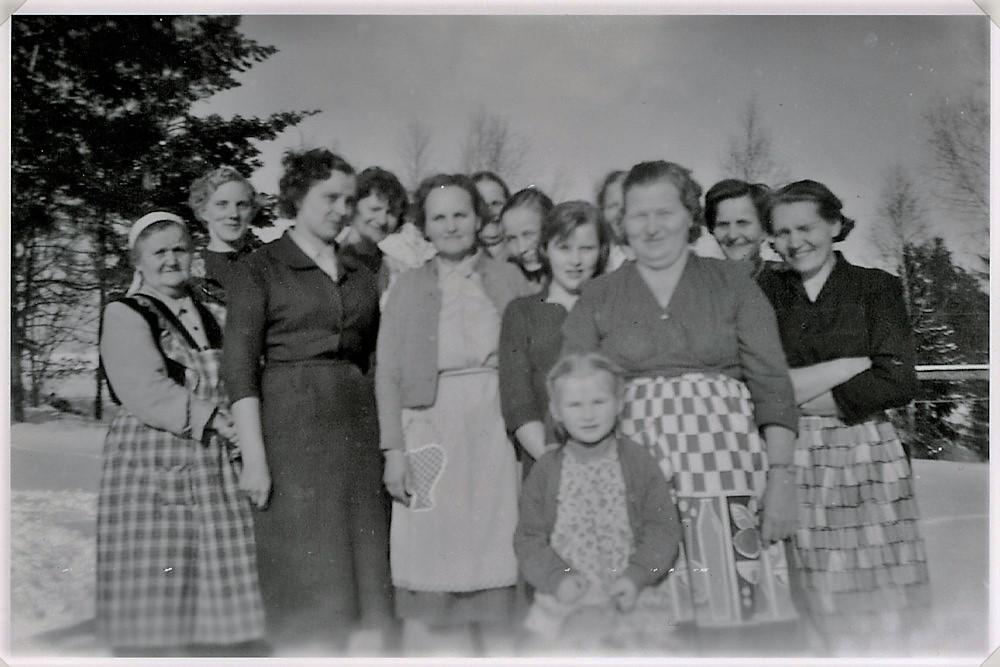 Kylän naisia, Putula, Hyrkkälä