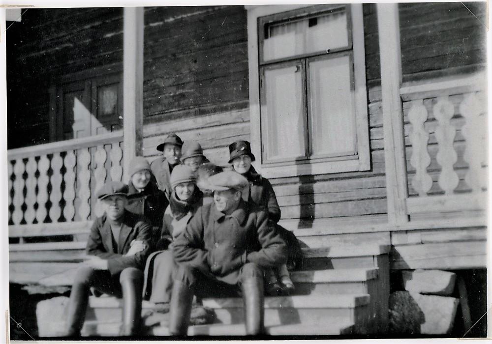 Putulan Nuorisoseuran talon portailla