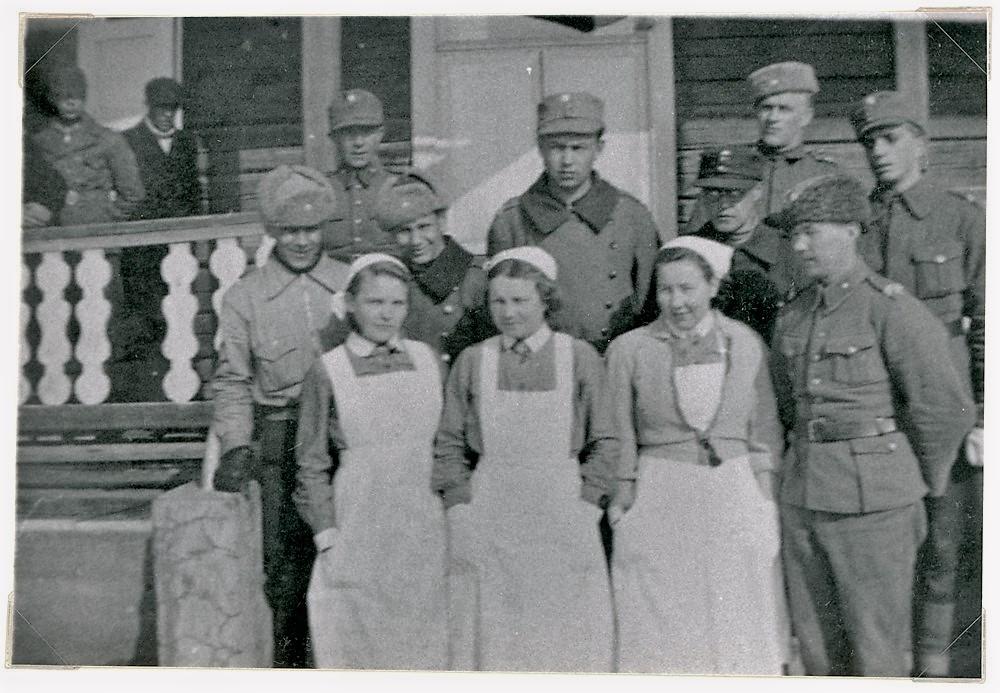 Sota-aika, Putulan Nuorisoseuran talon edessä