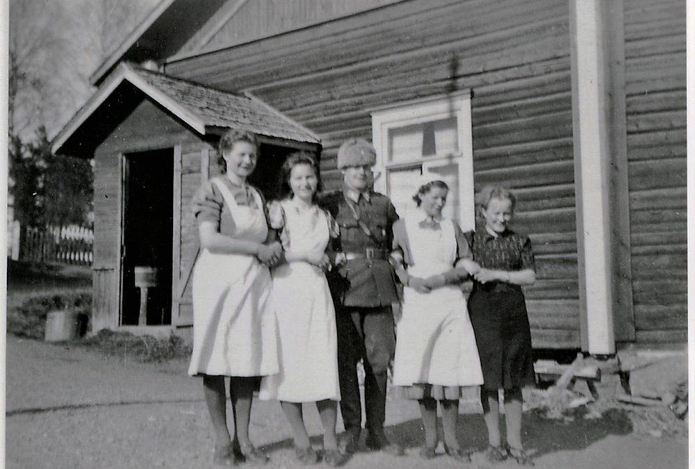Sota-aika, Putulan Nuorisoseurantalon edessä (keittiön puoleinen pääty)
