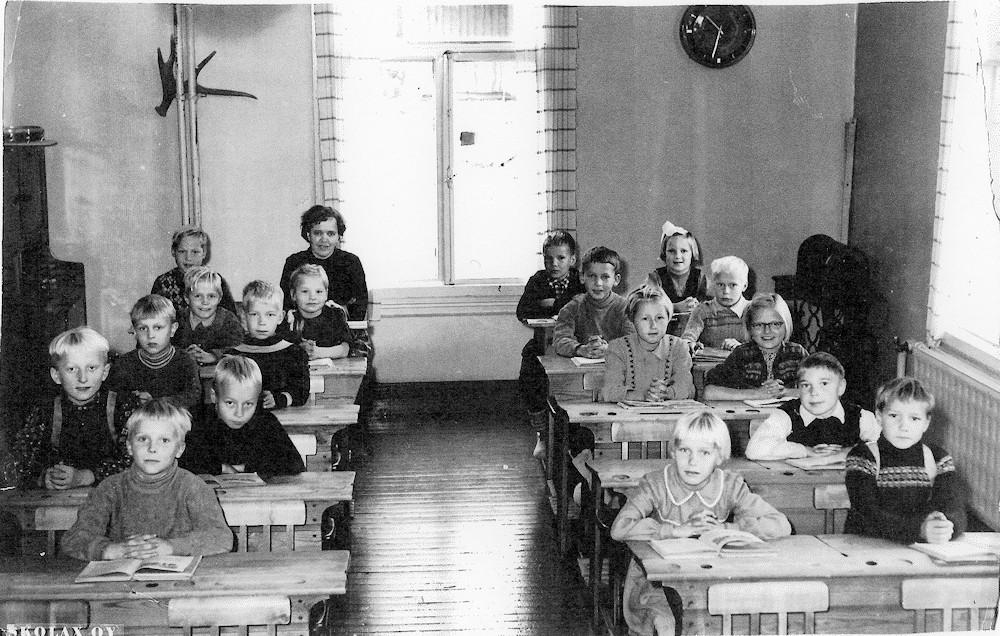 Putulan kansakoulu, lukuvuosi 1956-1957, 2. ja 3. luokka, koulukuva