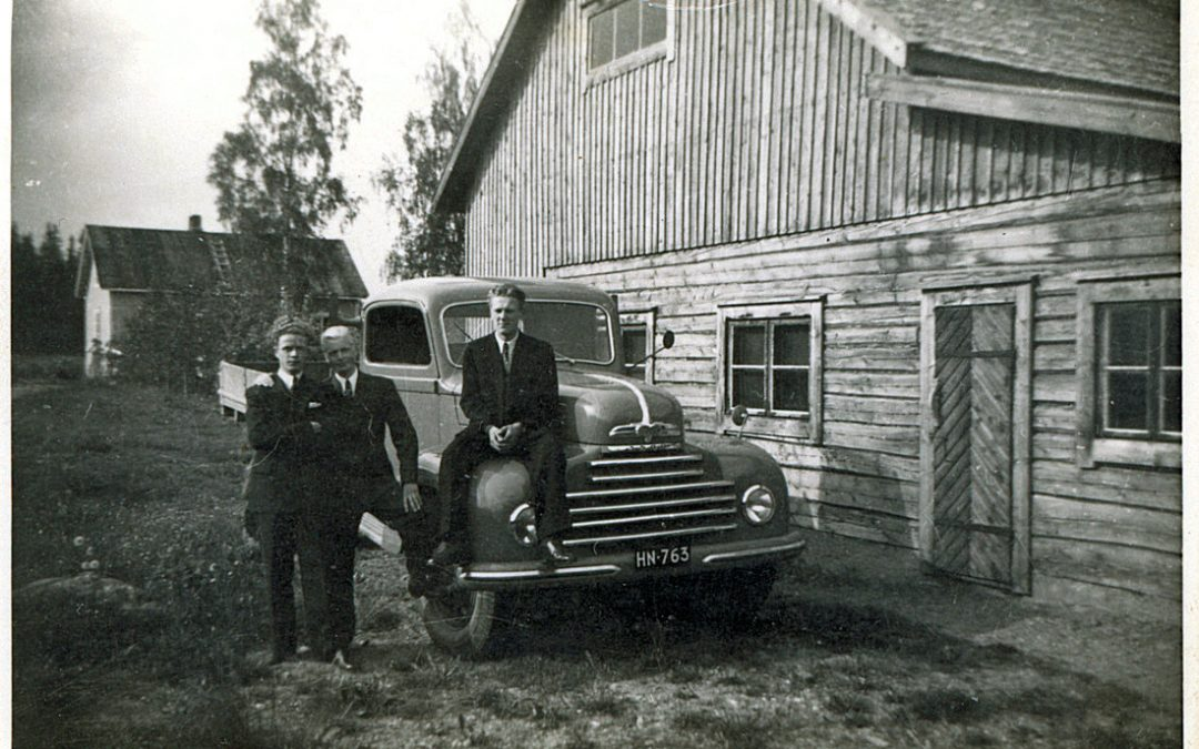 Aholan talo ja Paavo Heinosen Ford-kuorma-auto