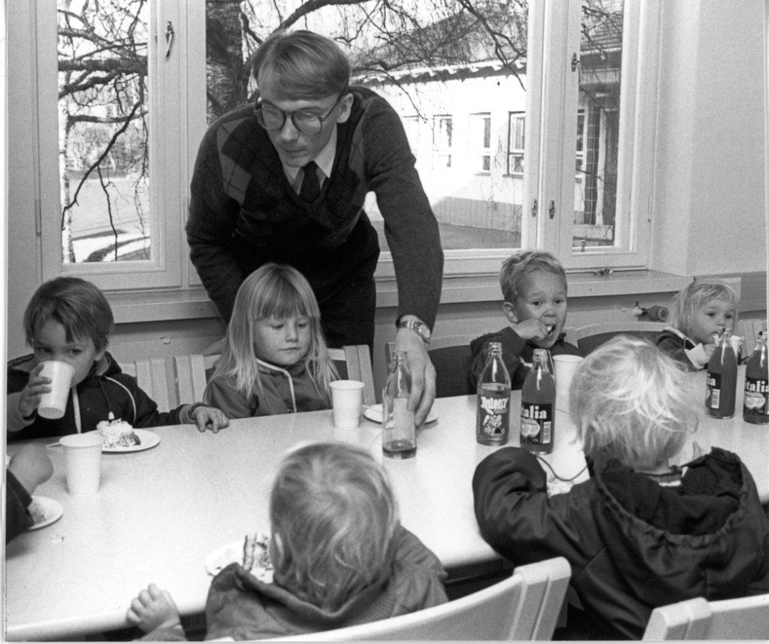 Maataloussihteeri Markku Heikkilän limonaditarjoilu