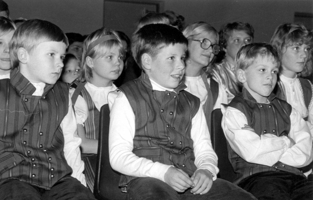 Nuorisosseuran kansantanssiesitys