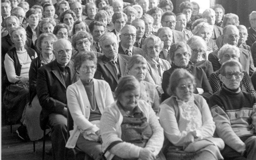 Yleisöä Seuralan salissa